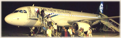 Air New Zealand plane Airbus 320 on Raro / Sokala from seaside / photos: Archi