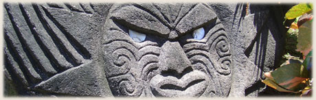 stone carving showing tropical sun / moonrise over Muri Lagoon / photos: Archi