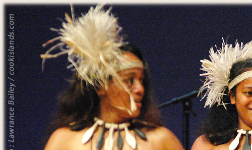 Dance Group from Mangaia with kapa rima - Te Maeva Nui 2005 / Cook Islands