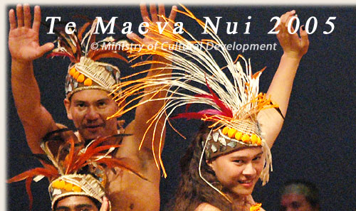 Dance Group from Rakahanga with ura pau - Te Maeva Nui 2005 / Cook Islands